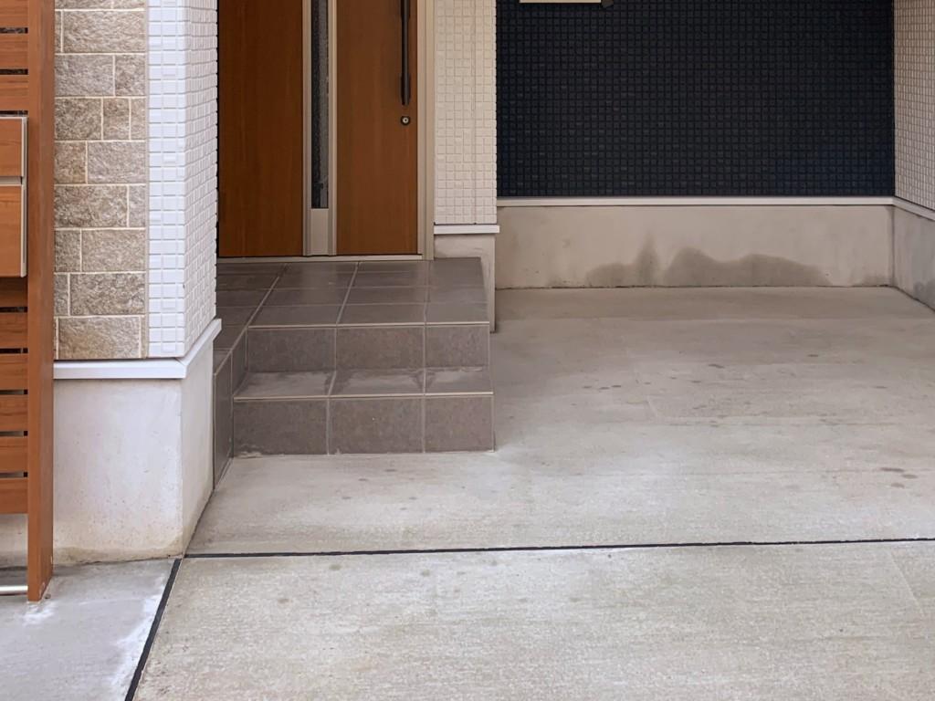 玄関ポーチの階段
