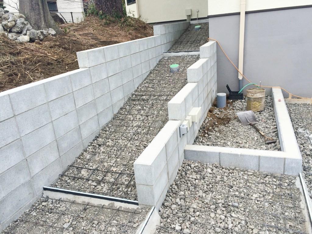 新築の外構工事でスロープと袖壁を造作