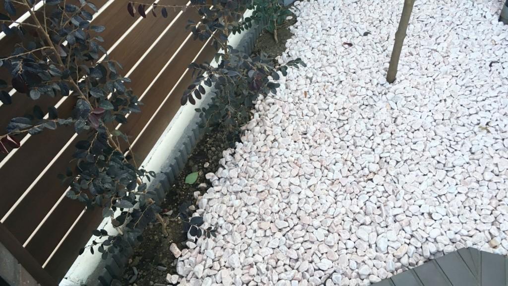 庭に敷いた砂利